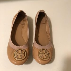 Tory Burch tan color flat shoes patent leather